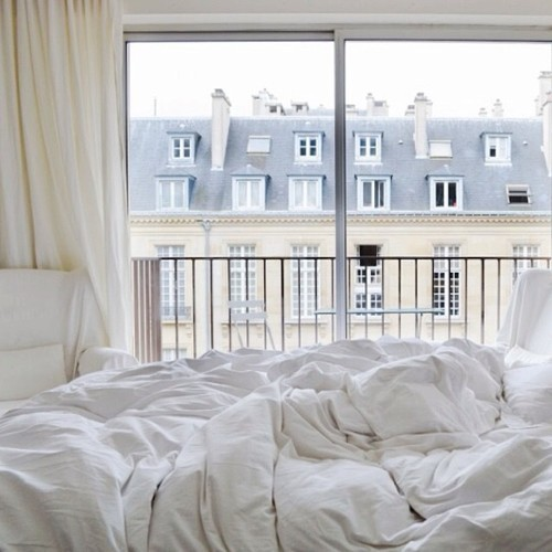 white bed- europ