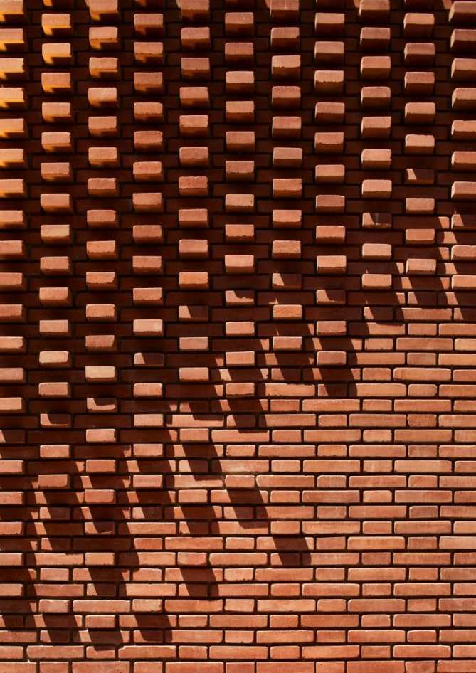 BRICK WITH LIGHT 2