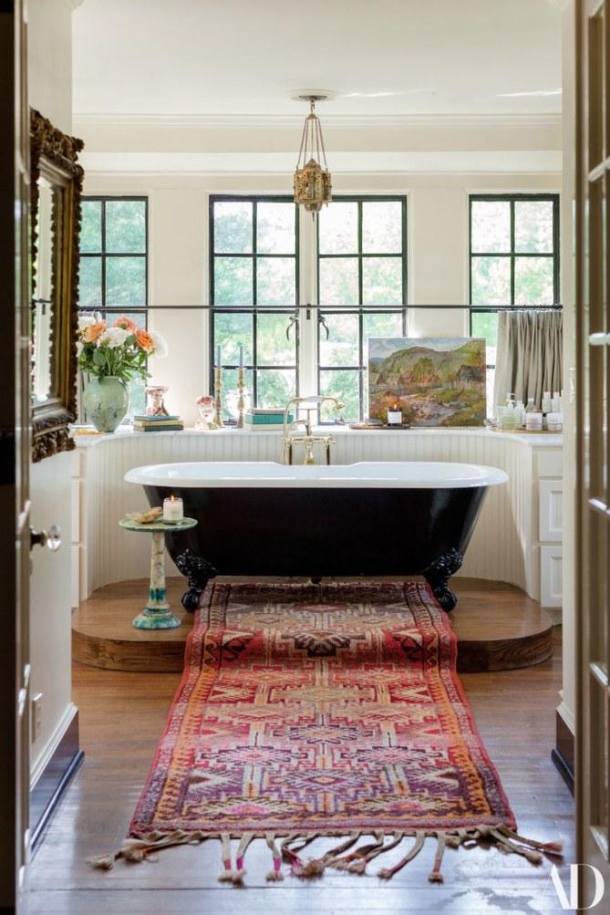 LILY ALDRIGE- BATHROOM 2