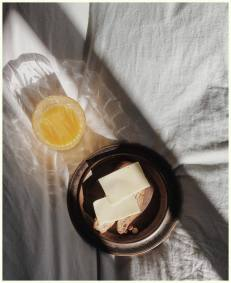 BREAKFAST IN BED SHADOWS